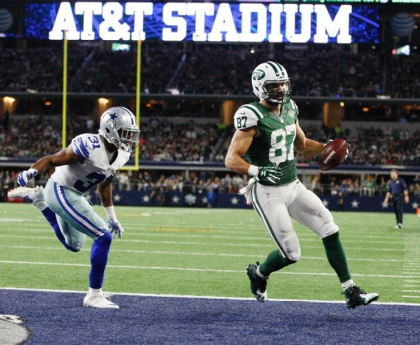 New York Jets Slip Past Dallas Cowboys, Remain In Playoff Hunt