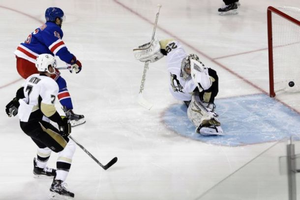 New York Rangers Beat The Pittsburgh Penguins 2-1 To Take Series Lead