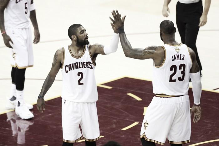 LeBron e Irving brilham, Cavaliers vencem Warriors e continuam vivos nas finais da NBA