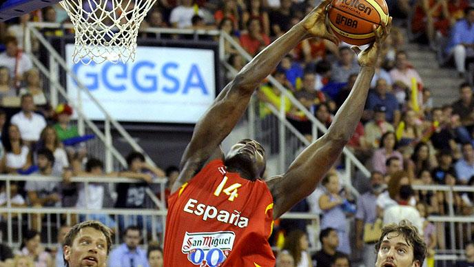 España vuelve a sufrir para vencer a Australia en el Carpena (81-75)