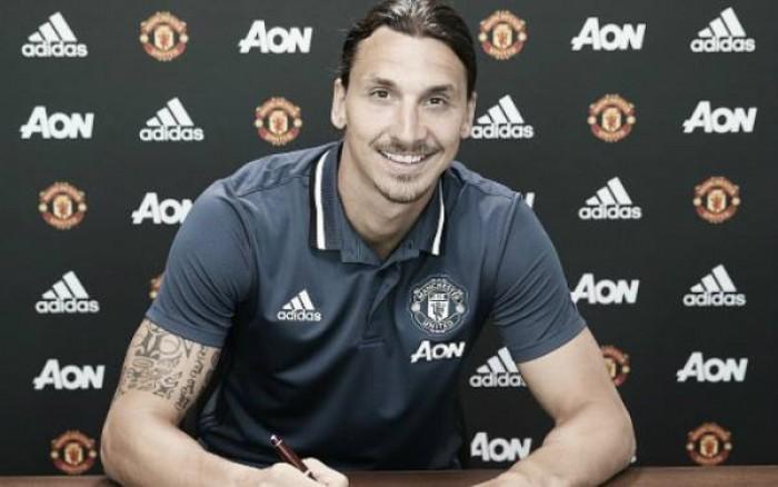 """Ibrahimovic é oficializado no Manchester United e afirma: """"Estou encantado"""""""