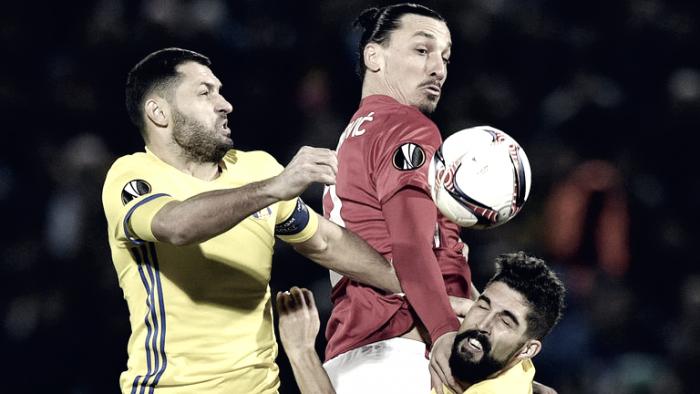 Da ridere: Mourinho sbuccia la banana per Rojo, video diventa virale!