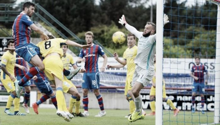 Meekings marca no fim, Inverness vence St. Johnstone e vence a primeira na Premiership