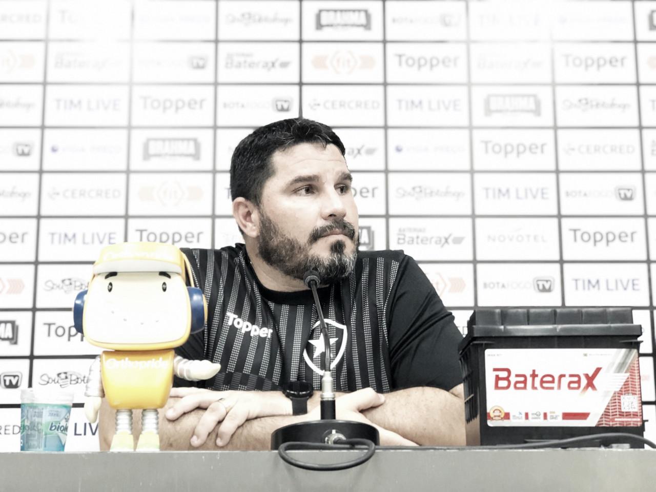 Eduardo Barroca elogia postura do Botafogo para buscar resultado no Nilton Santos
