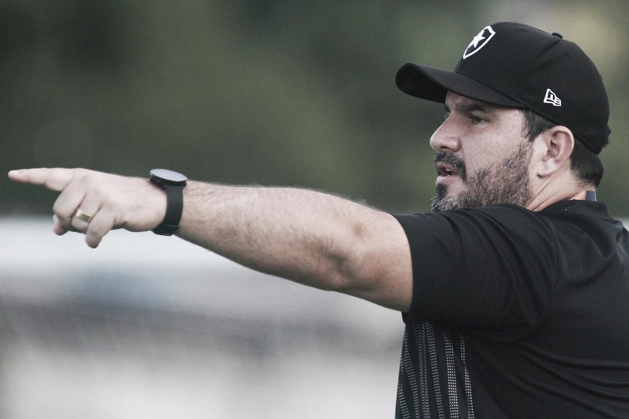 Barroca completa um mês no comando do Botafogo e trabalho já rende resultados a curto prazo