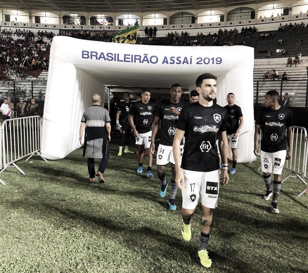Botafogo pega CSA e busca vitória para espantar de vez o fantasma do rebaixamento