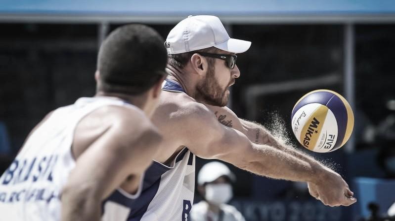 No vôlei de praia, Brasil estreia com dupla vitória sobre Argentina em Tóquio