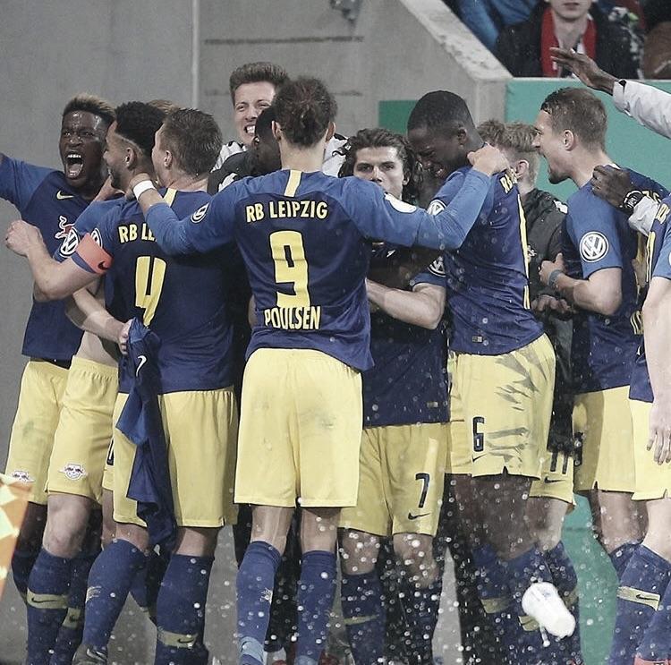 Leipzig vence Augsburg na prorrogação e vai às semifinais da DFB Pokal pela primeira vez