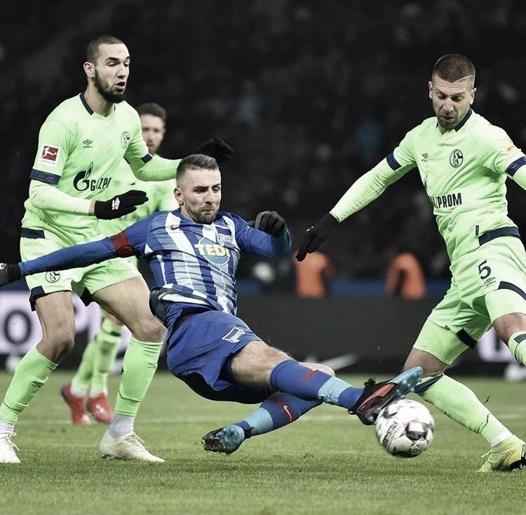 Schalke domina, mas fica no empate com Hertha Berlin pela Bundesliga