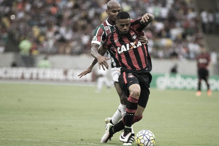 Fluminense tropeça no Atlético-PR com Maracanã lotado e fica afastado do G-6