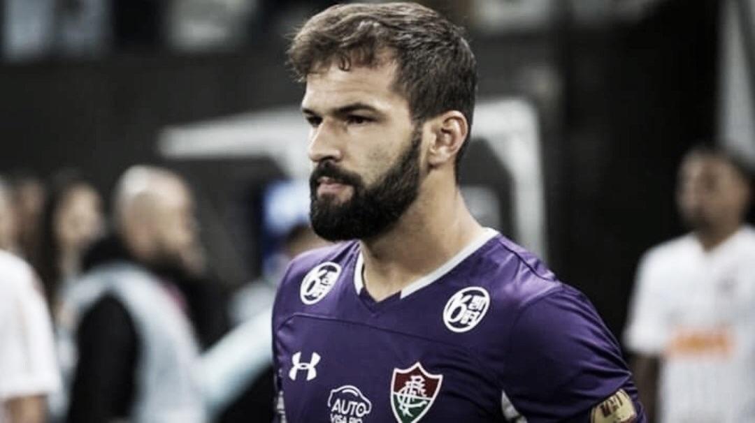"""Craque do jogo, Muriel faz boas defesas e exalta Fluminense: """"Raça não pode faltar"""""""
