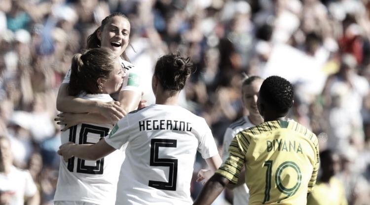 Alemanha passeia contra África do Sul e garante liderança do Grupo B da Copa do Mundo