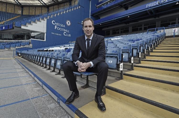 De volta ao Chelsea, Petr Cech agora é assessor técnico dos Blues