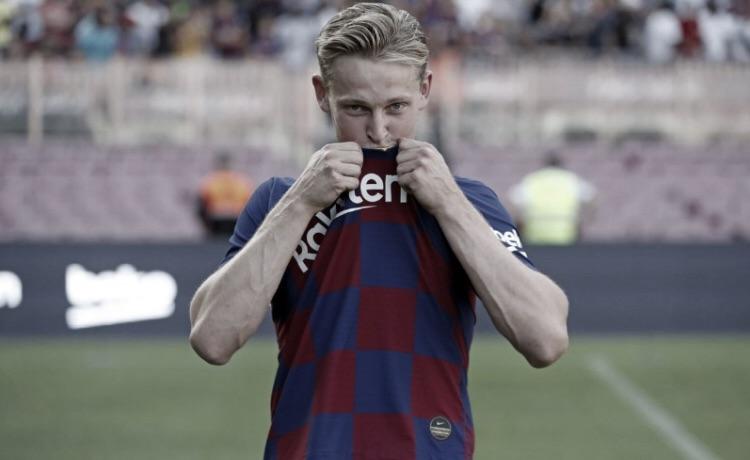 """Na apresentação, De Jong revela sonho de jogar no Barcelona: """"Orgulhoso"""""""