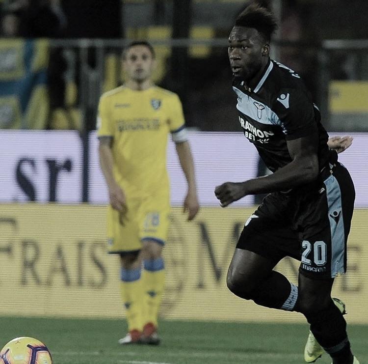 Lazio vence Frosinone e encosta no G-4 do Campeonato Italiano