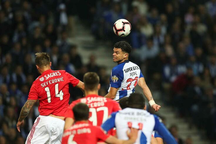 Benfica agarra a liderança