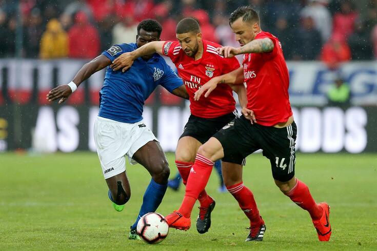 Benfica agarra liderança