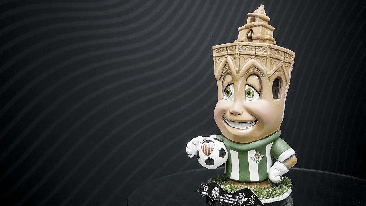 El Valencia sorprende al Betis con un ninot fallero
