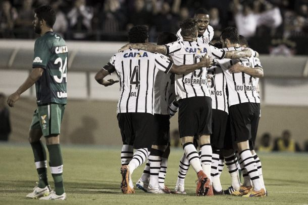 Em jogo fraco, Corinthians vence Chapecoense e diminui a crise