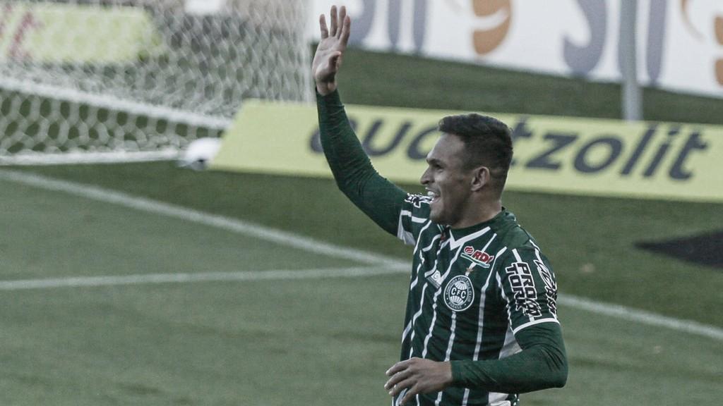 Coritiba vira sobre Bragantino e vence primeira no Brasileirão