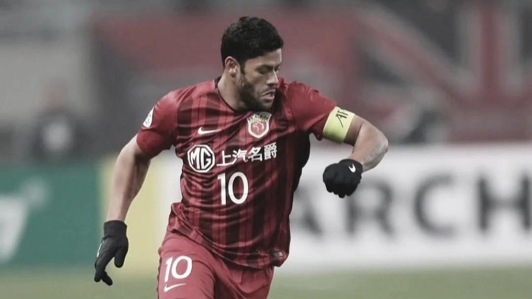 Hulk anuncia saída da China e garante propostas de clubes brasileiros