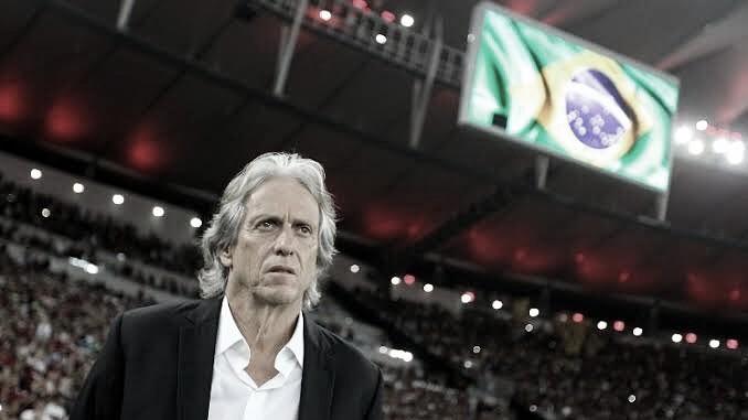 Qual treinador brasileiro se aproxima à metodologia de jogo de Jorge Jesus?