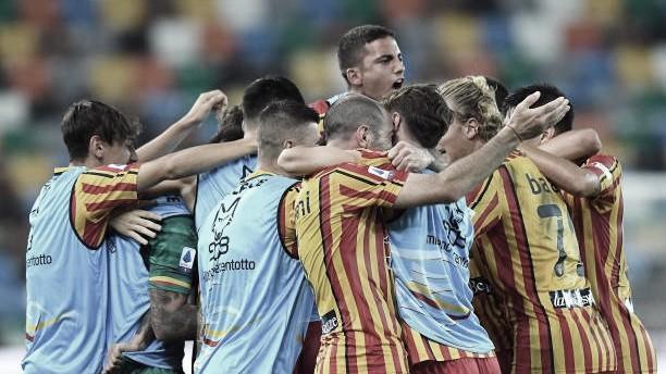 Lecce vira sobre Udinese e permanece vivo na luta contra rebaixamento