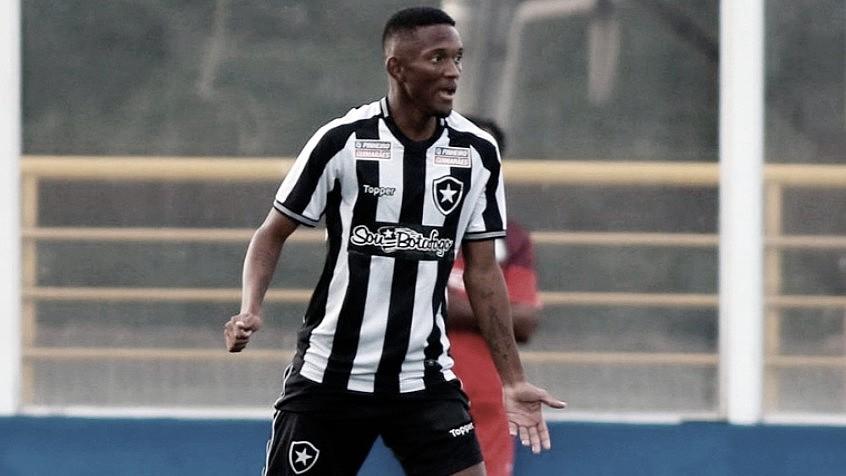 #EntrevistaVAVEL: conheça Wesley, jovem zagueiro tratado como promessa no Botafogo