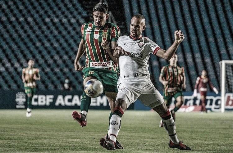 Sampaio Corrêa sai na frente, mas sofre empate do Vitória no Maranhão