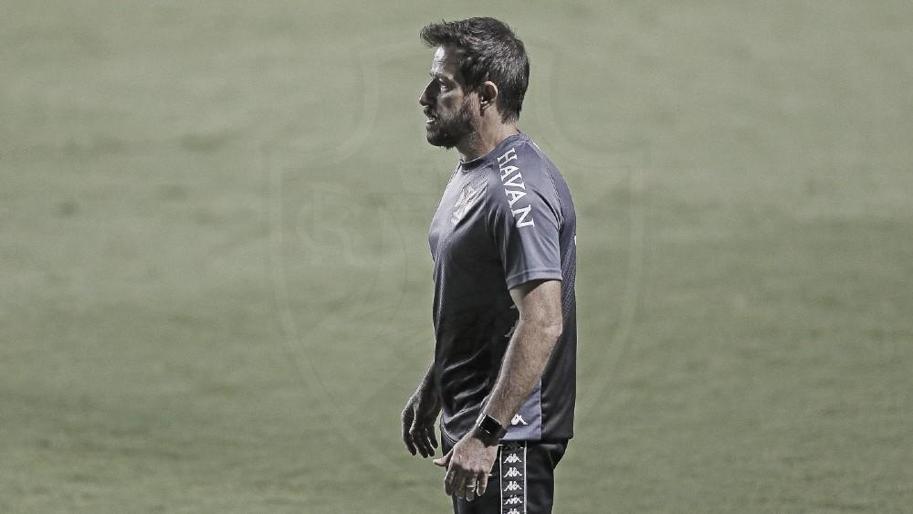 """Ramon dedica classificação ao jogadores e elogia postura do Vasco contra Goiás: """"Satisfeito"""""""