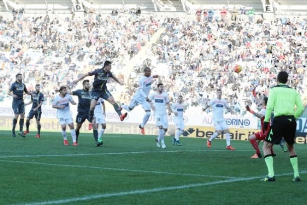 Il Carpi si sveglia tardi, vince il Chievo 2-1 al Braglia