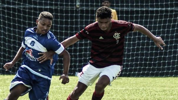 Promessa da base, Mateus Lima assina contrato profissional com o Flamengo
