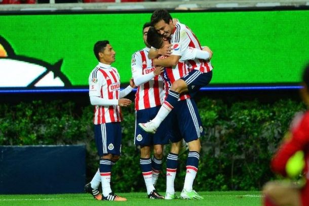 De Nigris y 'Cubo' Torres le dan triunfo a Chivas