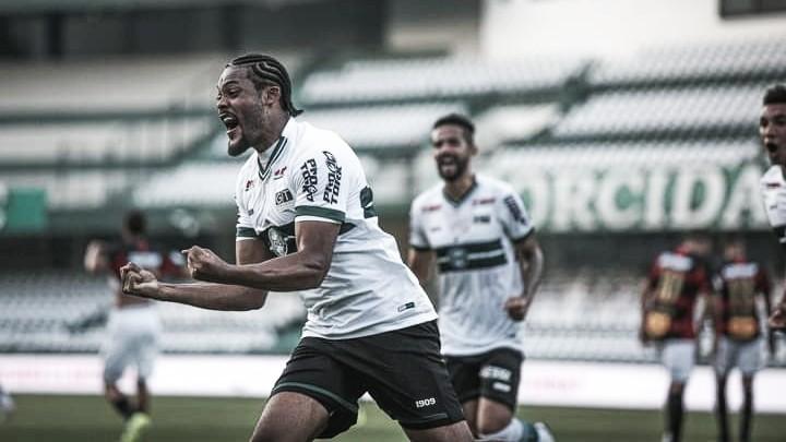 Técnico do Coritiba, Jorginho acredita que Sabino é zagueiro de Seleção Brasileira