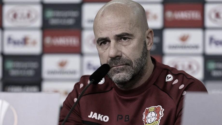 """Peter Bosz lamenta revés do Leverkusen: """"Única coisa que podemos fazer agora é vencer"""""""