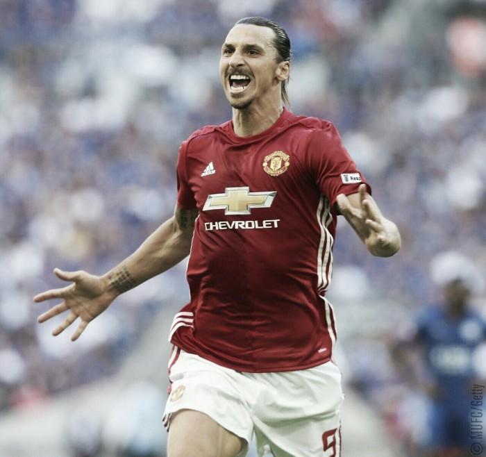 Ibrahimovic decide, Manchester United bate Leicester e é campeão da Supercopa da Inglaterra