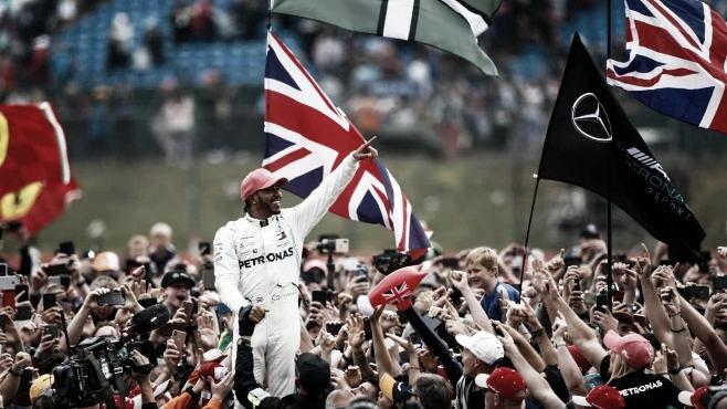 """Após vitória, Lewis Hamilton agradece a toda equipe: """"Até quem trabalha na fábrica"""""""