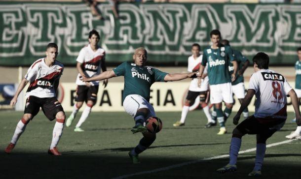 Sem Renan, Goiás recebe o Vitória no Serra Dourada