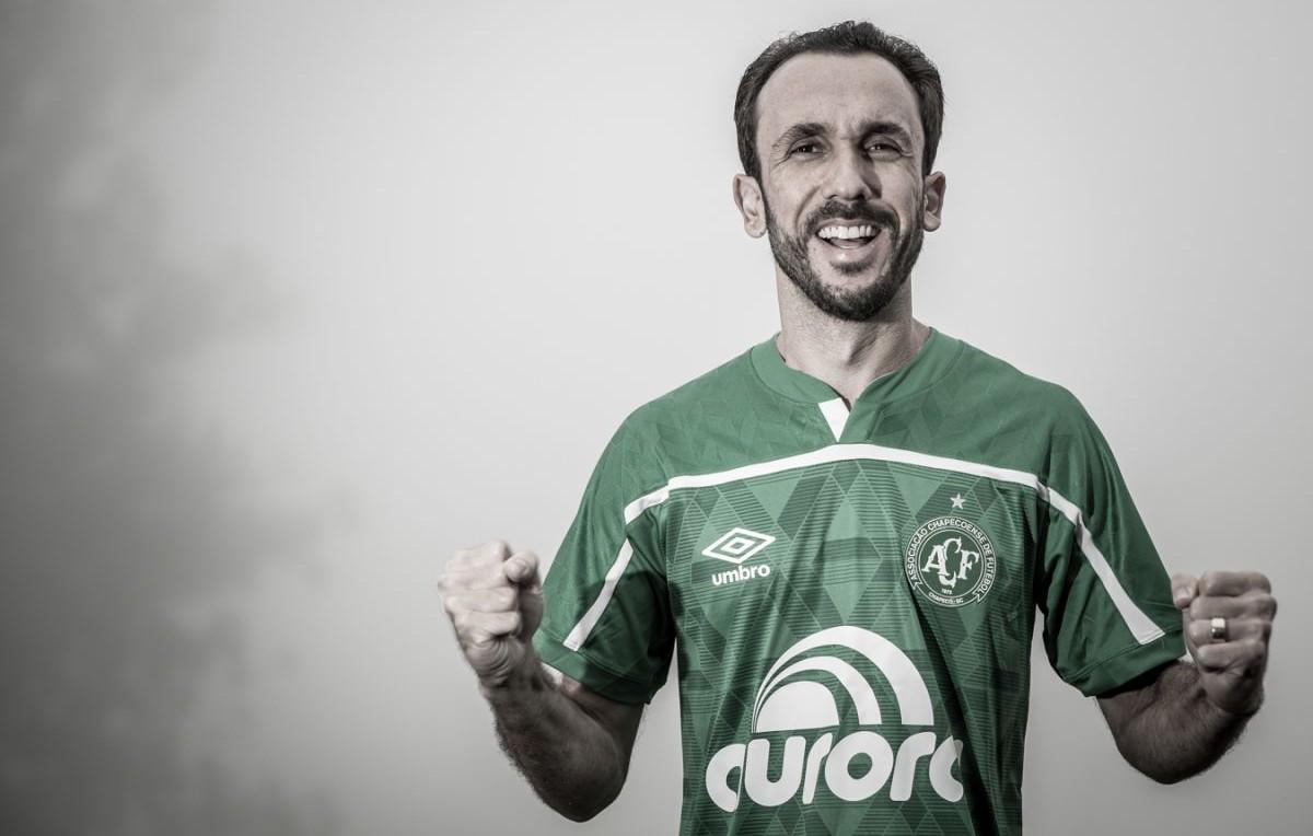 Atacante Thiago Ribeiro assina com a Chapecoense aos 34 anos