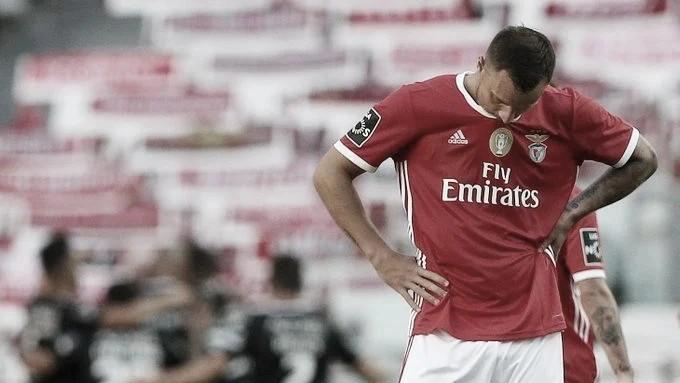 Em jogo com duas viradas e segundo tempo eletrizante, Benfica é derrotado pelo Santa Clara