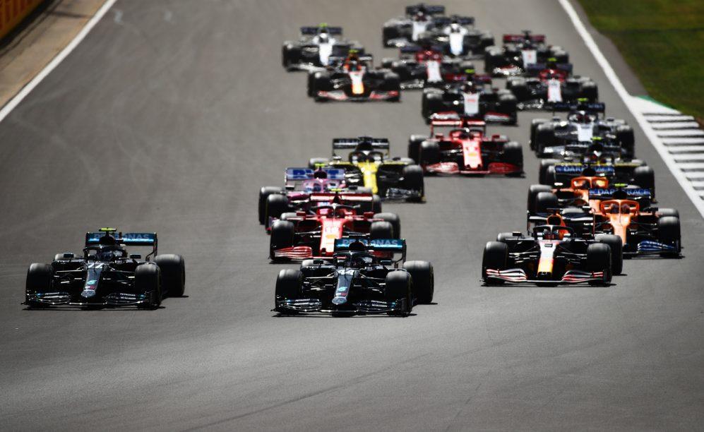 La fortuna de Hamilton vence a la codicia de Red Bull y Verstappen
