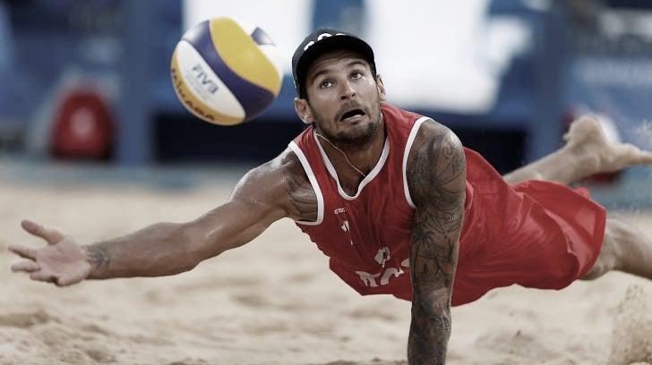 Melhores momentos Wickler/Thole x Krasilnikov/Stoyanovskiy no vôlei de praia masculino (0-2)