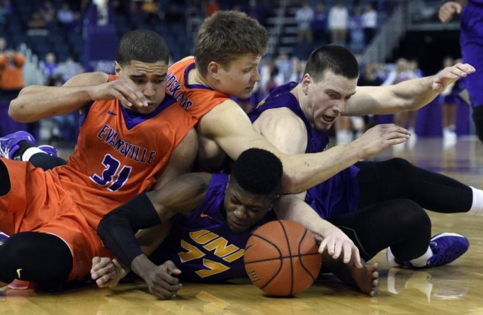 Northern Iowa Panthers Spoil Senior Day By Defeating Evansville Purple Aces, 54-52