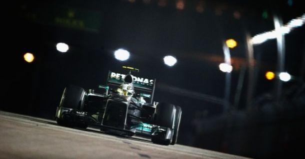 Singapore, qualifiche: Hamilton beffa Rosberg per 7 millesimi