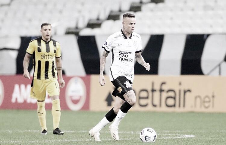 Com atuação ruim, Corinthians perde do Peñarol e se complica na Sul-Americana