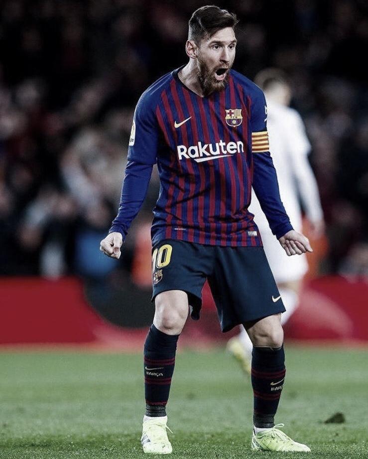 Valencia abre vantagem, mas Messi brilha e Barcelona busca empate