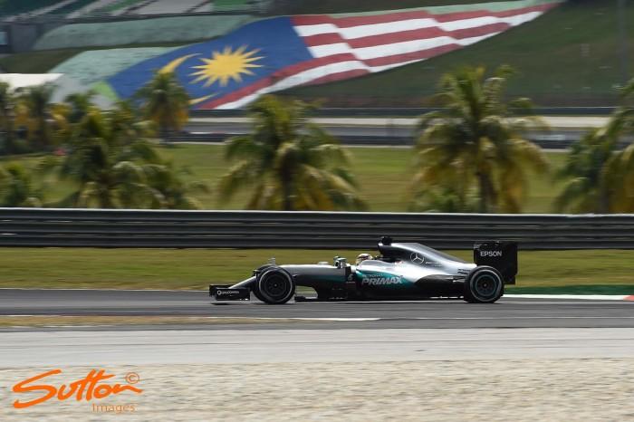 Malaysian GP: Hamilton blitzes field in FP3