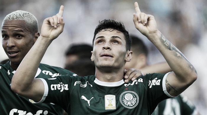 Palmeiras goleia Santos com tranquilidade e assume liderança isolada no Brasileirão