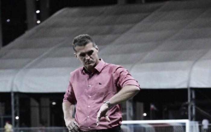 """Mancini aprova atuação do Vitória mesmo com derrota: """"Queria coroar levando pontos"""""""