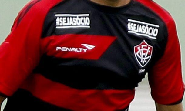 Vitória rescinde com marca de material esportivo após cinco anos